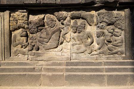 Bas-relief in Prambanan or Rara Jonggrang, a 9th-century Hindu temple compound in Yogyakarta, Indonesia 免版税图像
