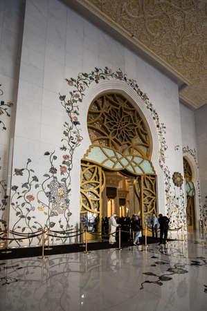 ABU DHABI, UNITED ARAB EMIRATES - 06 DECEMBER, 2018: The Sheikh Zayed Grand Mosque in Abu Dhabi, the capital city of the United Arab Emirates. It is the largest mosque in the country 新闻类图片