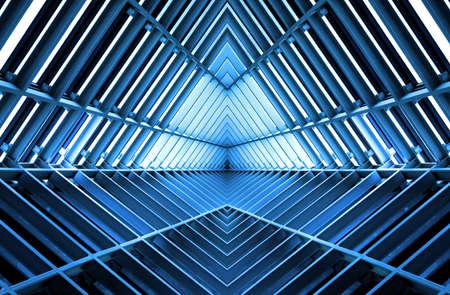 metallstruktur som liknar rymdskepp bland i blått ljus