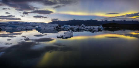 Aurora borealis over Jokulsarlon lagoon in Iceland Archivio Fotografico
