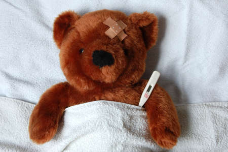 sick teddy bear with injury in a bed in the hospital Stock Photo - 3971592