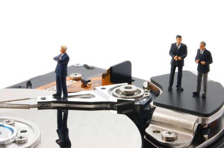 hombre de negocios en HDD aislado en el fondo blanco Foto de archivo