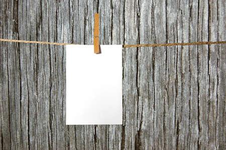 hoja en blanco: hoja de papel en blanco sobre un fondo