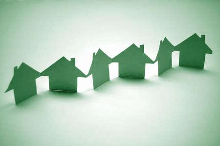 huis van papier met een concept voor huis en buurt Stockfoto