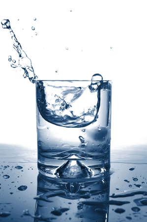 spruzzi acqua: freschi cocktail con gli spruzzi d'acqua come una bevanda fresca estate Archivio Fotografico