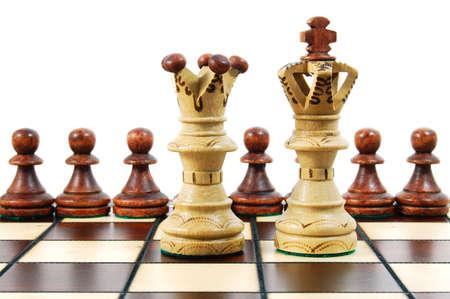 planeaci�n estrategica: piezas de ajedrez sobre un tablero de ajedrez mostrando concepto estrat�gico para las empresas