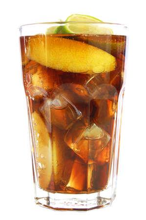 t� helado: Cole bebida fresca aislados sobre fondo blanco