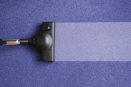 clean home: stofzuiger op de vloer tonen huis schoonmaken concept                                      Stockfoto