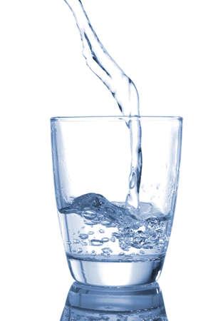 健康的なライフ スタイルを示す水飲料のガラス
