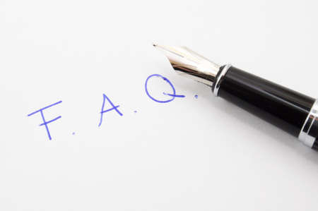 chiesto: FAQ o il concetto di domande frequenti con carta e penna Archivio Fotografico