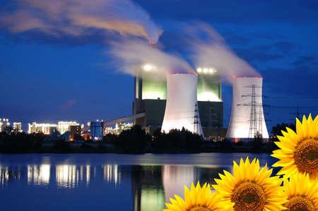 opslaan van het concept van de natuur met zonne bloem- en olie power plant