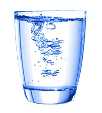 vasos de agua: concepto de bienestar con vidrio o vaso de agua