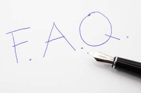 chiesto: FAQ o il concetto di domande frequenti con carta e penna