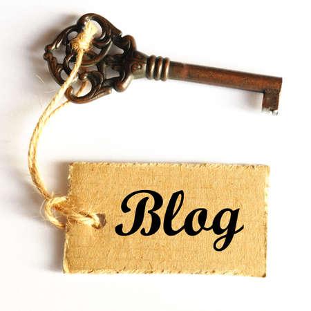 concept de blog internet ou web avec vieille clé grunge