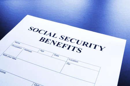 seguro social: seguridad social beneficios financieros concepto de mostrar de forma en la Oficina Foto de archivo