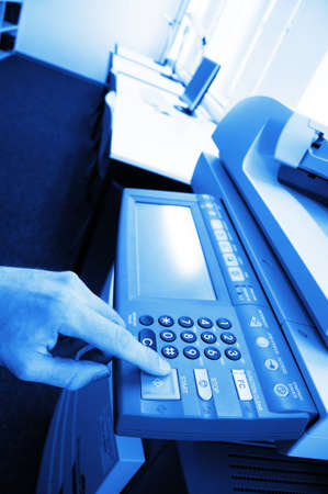 Kopierer-Center oder Desktop im Büro zeigen schreibarbeit Konzept  Standard-Bild