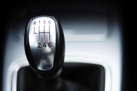 palanca: cambio de engranaje de un moderno autom�vil deportivo en el dise�o de metal