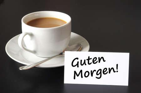 petit déjeuner de bon matin et tasse de café sur fond noir  Banque d'images - 7110853