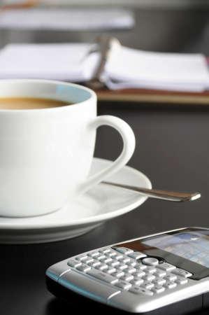 office break: taza de caf� en la Oficina de negocios mostrando �xito  Foto de archivo