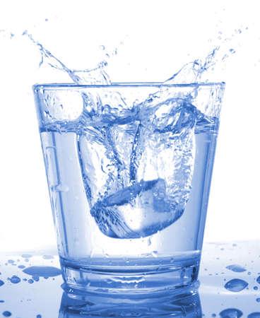 acqua vetro: bicchiere di acqua bevanda mostrando di stile di vita sano