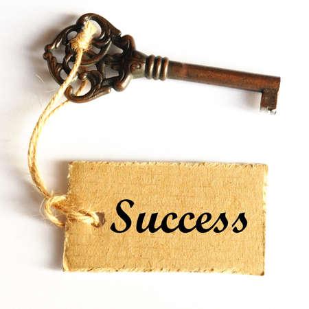 ancienne clé au concept de succès par étiquette ou une balise Banque d'images