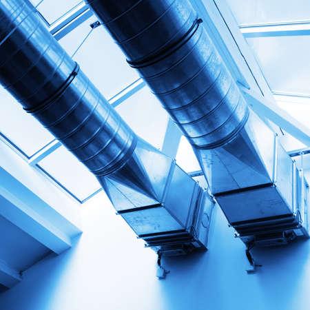 fresh air: tubos de ventilaci�n de un nuevo aire acondicionado para un hogar cool
