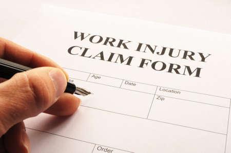 lesionado: formulario de reclamaci�n de la lesi�n que muestra el concepto de seguro de negocio de trabajo