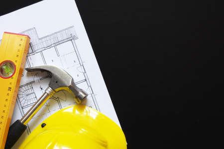 Schutzhelm Hammer und Tools with Copyspace Heimarbeiter Konzept anzeigen Standard-Bild - 7764003