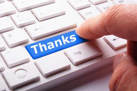 gratitudine: Grazie o concetto grazie con parola chiave conputer o pulsante
