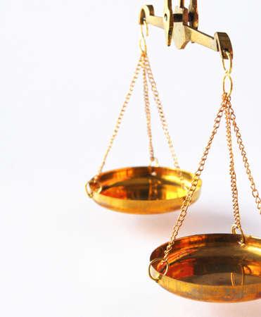 balanza justicia: sclaes con copyspace mostrando el concepto de Justicia o el Tribunal de la ley