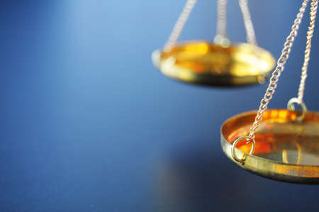 gerechtigheid: sclaes met copyspace wet Justitie of rechter concept weer gegeven: