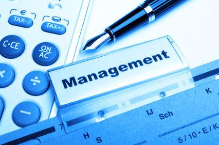 decission: parola di gestione sul concetto di business office cartella mostrando leadership