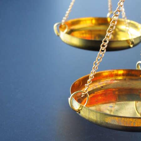 gerechtigheid: schaal of schalen met copyspace tonen van wet Justitie of juridisch begrip