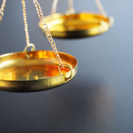 justice: escala o escalas con copyspace mostrando la justicia de ley o concepto jur�dico Foto de archivo