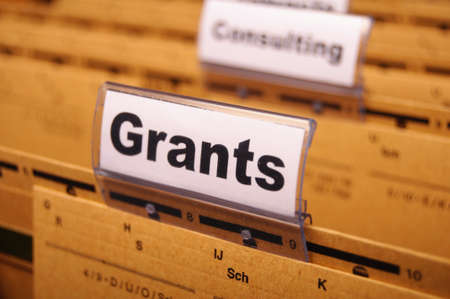 gewährt Wort auf Papierordner zeigen Stipendium oder Hochschulbildung Konzept
