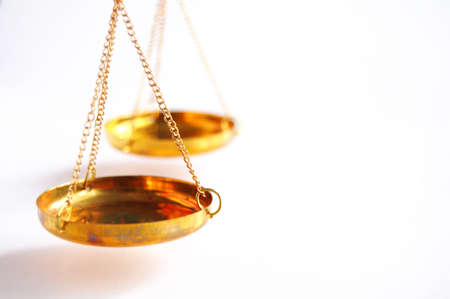 balanza justicia: sclaes con copyspace mostrando el concepto de Justicia o el Tribunal de derecho