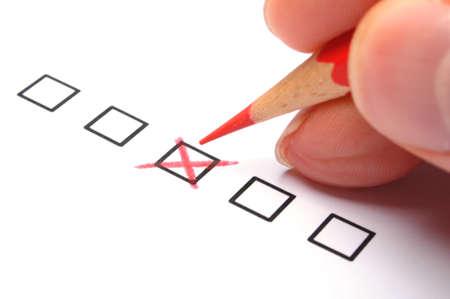 アンケートと赤鉛筆からチェック ボックスとマーケティングの概念
