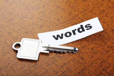 metadata: concetto di metadati o seo di Parole chiavi con la chiave e la parola