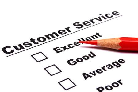 web survey: encuesta de servicio al cliente con la casilla de verificaci�n en el formulario un l�piz rojo Foto de archivo