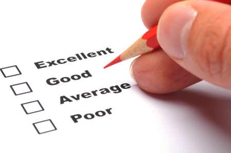 questionaire: casilla de verificaci�n y rojo pluma mostrando al cliente encuesta o satisfacci�n concepto de servicio para mejorar ventas