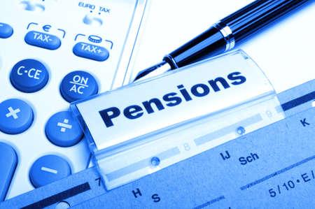 ビジネス オフィス フォルダー インデックス上の単語の年金年金または退職コンセプト