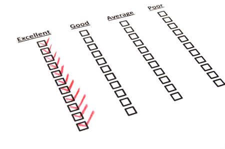 questionaire: formulario de encuesta de calidad con l�piz rojo que muestra el concepto de marketing