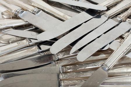 scrap trade: Coltelli di scarto si accumulano argento per la fusione