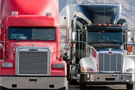 remolque: camiones en una fila junto a la otra