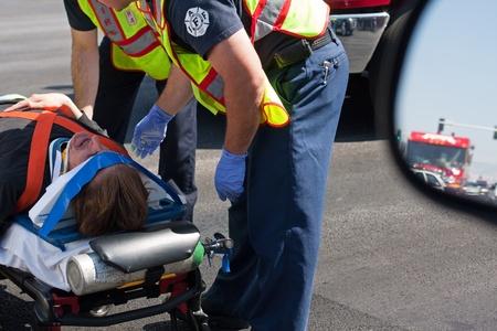 라스 베이거스, 들것에 보험에 가입 한 남자와 구급차 간호사