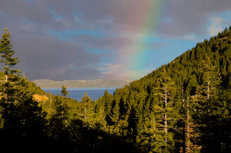 A beautiful rainbow over Lake Tahoe, California on a summer's day on vacation. 免版税图像