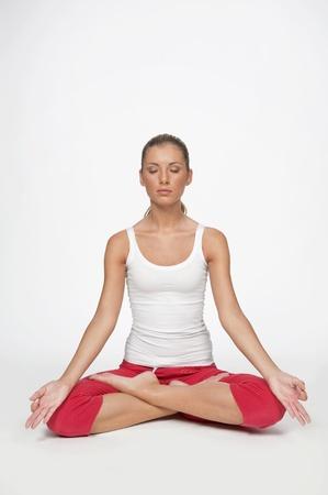 donna: giovane donna fa esercizi di yoga e pilates  Stock Photo