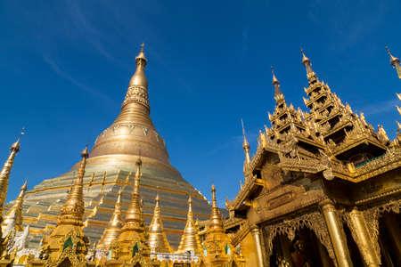 Many golden spires at the Shwedagon pagoda in Yangon Standard-Bild