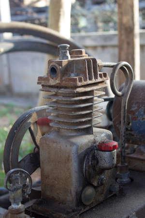 compresor: Transmisión por correa del compresor de aire Rusty