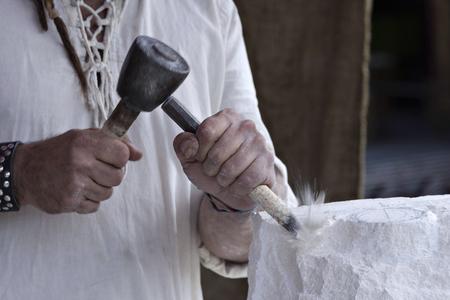 trinchante: Un tallador de piedra en el trabajo
